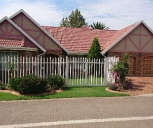 R 2,500,000 - 3 Bed Property For Sale in Newmarket Park