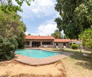 R 4,300,000 - 4 Bed House For Sale in Gallo Manor