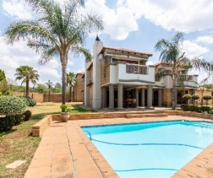 R 4,490,000 - 4 Bed Home For Sale in Ruimsig
