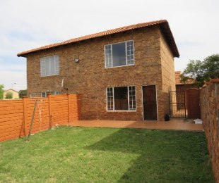 R 680,000 - 2 Bed Property For Sale in Annlin