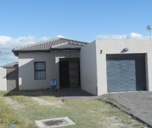 R 1,500,000 - 3 Bed House For Sale in Parklands