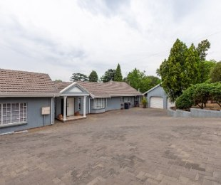 R 3,895,000 - 3 Bed House For Sale in Rivonia