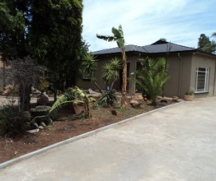 R 17,500 - 4 Bed House To Rent in Florida North