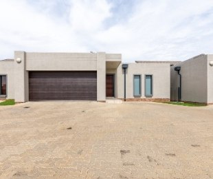 R 16,500 - 4 Bed House To Rent in Summerset Estate