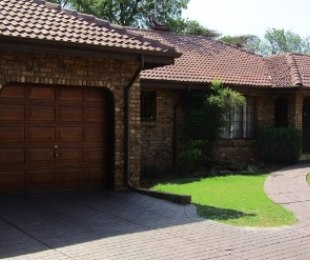 R 2,490,000 - 4 Bed Property For Sale in Eldoraigne
