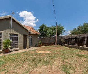 R 720,000 - 3 Bed Home For Sale in Heidelberg