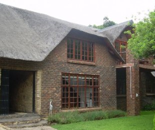 R 1,650,000 - 4 Bed Home For Sale in Mooinooi