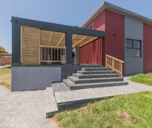 R 1,995,000 - 3 Bed House For Sale in Fraaiuitsig
