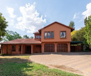 R 2,695,000 - 3 Bed House For Sale in Sunninghill