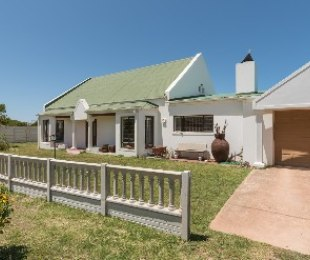 R 1,790,000 - 4 Bed House For Sale in Betty's Bay