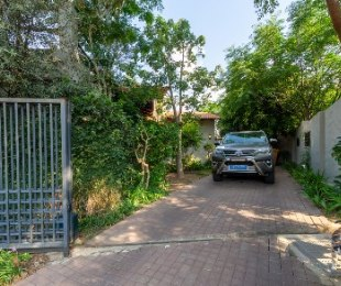 R 2,250,000 - 3 Bed Home For Sale in Fourways