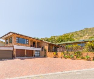 R 3,700,000 - 5 Bed Property For Sale in Sedgefield