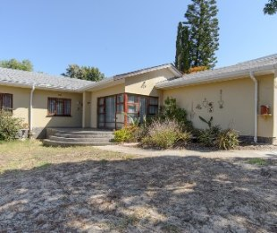 R 2,249,000 - 4 Bed House For Sale in Stellenberg
