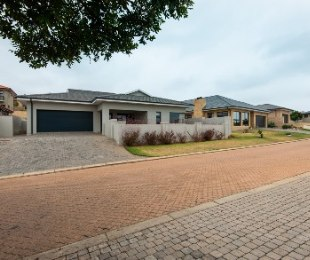 R 3,290,000 - 3 Bed Home For Sale in Hartenbos
