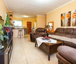 R 1,150,000 - 3 Bed Property For Sale in Honeydew