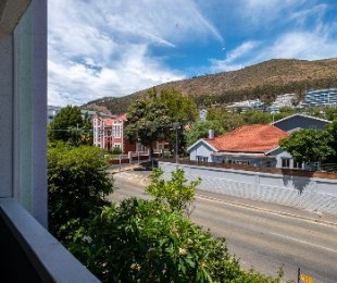 R 2,150,000 - 1 Bed Flat For Sale in Sea Point