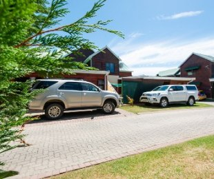 R 889,500 - 3 Bed House For Sale in Hartenbos