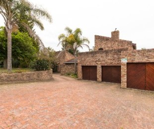 R 2,850,000 - 5 Bed House For Sale in Loerie Park