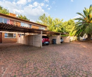 R 525,000 - 2 Bed Home For Sale in Windsor East
