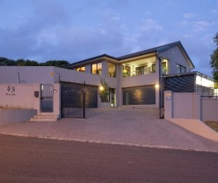 R 4,650,000 - 4 Bed House For Sale in Loevenstein
