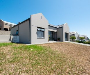 R 1,780,000 - 2 Bed Home For Sale in Reebok