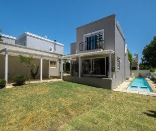 R 3,750,000 - 4 Bed House For Sale in Paradyskloof