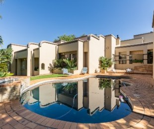 R 4,400,000 - 4 Bed House For Sale in Ruimsig