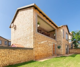 R 1,150,000 - 3 Bed House For Sale in Wilgeheuwel