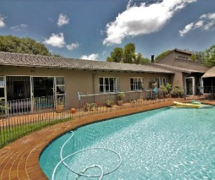 R 2,195,000 - 6 Bed House For Sale in Sharonlea