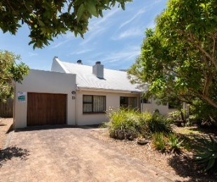R 2,500,000 - 3 Bed Property For Sale in Betty's Bay