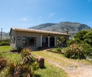R 1,800,000 - 4 Bed House For Sale in Betty's Bay