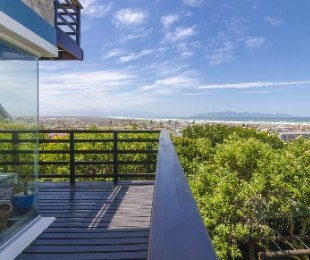 R 5,500,000 - 8 Bed House For Sale in Muizenberg