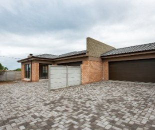 R 2,180,000 - 3 Bed Home For Sale in Reebok