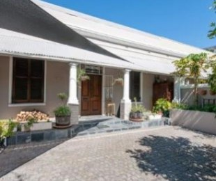 R 19,000 - 2 Bed House To Let in Gardens