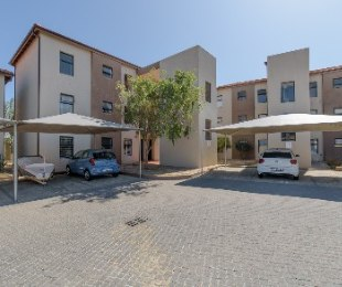 R 1,170,000 - 2 Bed Apartment For Sale in Burgundy Estate
