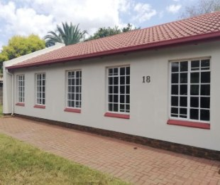 R 1,149,500 - 2 Bed House For Sale in Wierda Park
