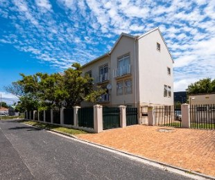 R 1,195,000 - 2 Bed Flat For Sale in Plumstead