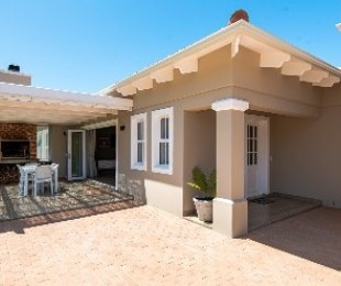 R 2,965,000 - 2 Bed House For Sale in Plettenberg Bay