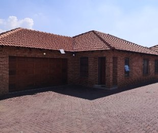 R 1,650,000 - 3 Bed Property For Sale in New Redruth