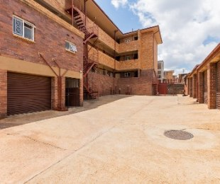 R 420,000 - 1.5 Bed Flat For Sale in Florida