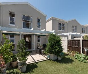 R 2,295,000 - 3 Bed Home For Sale in Lakeside