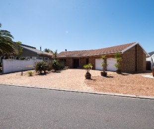 R 2,975,000 - 4 Bed House For Sale in Welgelegen
