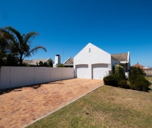 R 2,695,000 - 3 Bed Home For Sale in Pinehurst