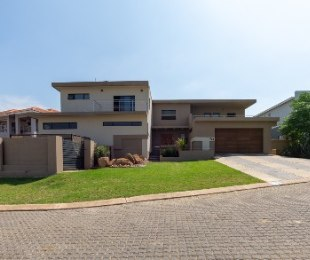 R 4,300,000 - 5 Bed Property For Sale in Fourways