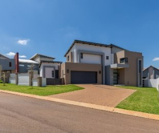 R 2,690,000 - 3 Bed House For Sale in Midstream Estate