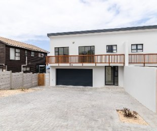R 1,850,000 - 3 Bed House For Sale in Dana Bay