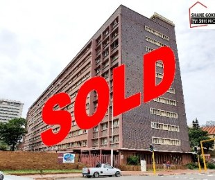 R 390,000 - 2.5 Bed Flat For Sale in South Beach