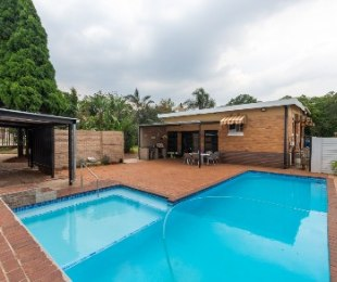 R 1,300,000 - 3 Bed Home For Sale in Florida