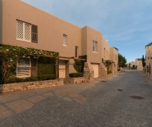 R 2,640,000 - 3 Bed House For Sale in Stellenbosch