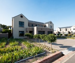 R 2,550,000 - 2 Bed House For Sale in Klapmuts